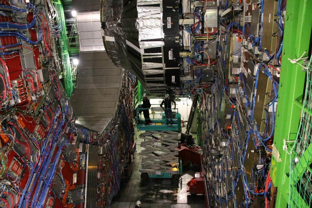 Maskinene på CERN skal oppgraderes og repareres. Det gir journalister en sjelden sjanse til å se hvordan livet er på innsiden av det berømte forskningsanlegget. (Foto: Lasse Biørnstad)