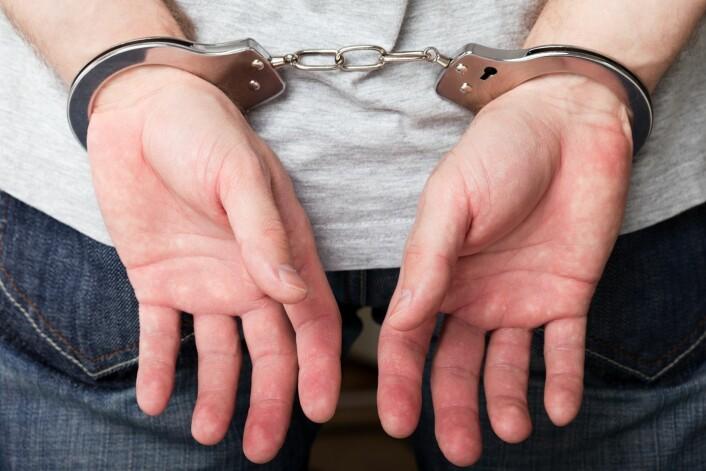 Beskrivelsen av en forbrytelse påvirker oss. Er den levende skildret, synes vi forbryteren fortjener strengere straff. (Foto: Colourbox)
