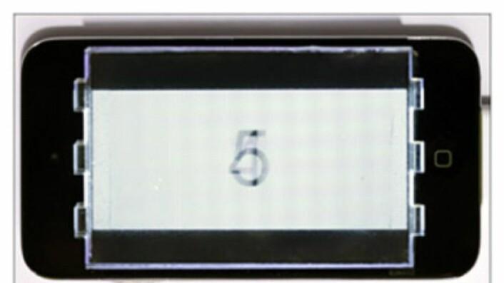 Forskerne plasserte et plastfilter foran en Ipod for å teste teknologien. (Foto: FU-CHUNG HUANG)