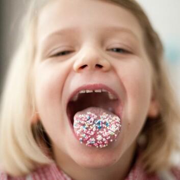 Barn får smaken på søtt gjennom brus og godteri, og det kan bli en livsvarig vane. (Foto: Jan Haas/NTB Scanpix)