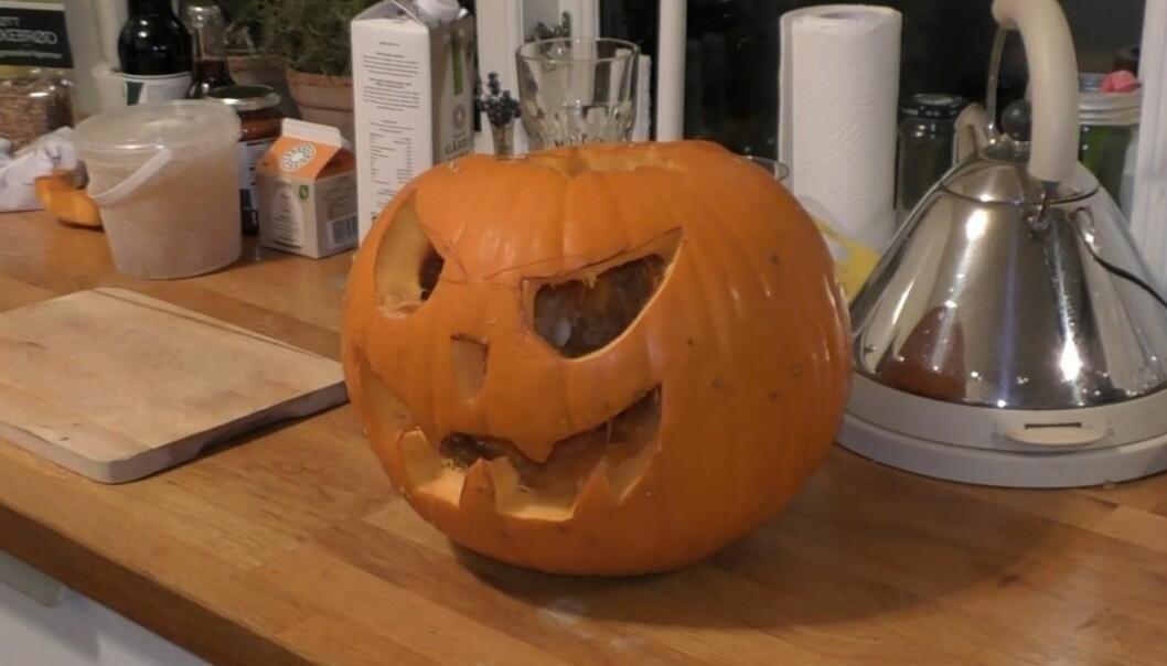 Forskerne har vært hjemme hos folk og studert matpraksiser i tiden rundt halloween. De fikk blant annet være med da en familie laget suppe av gresskarlykten dagen etter feiringen. (Foto: Virginie Amilien).
