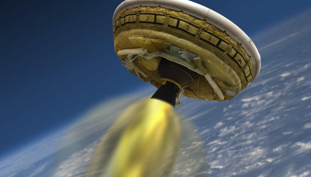 Illustrasjonen viser hvordan NASAs Low-Density Supersonic Decelerator (LDSD) ble sendt opp med rakett til 55 kilometers høyde over Hawaii for utprøving den 28. juni 2014. Teknologien skal brukes til å myklande tyngre nyttelaster på Mars, der lufttrykket er så lavt at oppbremsingen blir svakere enn på jorda. (Illustrasjon: NASA/JPL)
