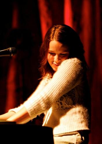 Marit Larsen: Smilende og beskjeden, og dermed «ekte», skriver musikkviter Jon Mikkel Broch Ålvik. (Foto: Rolf Øhman, Aftenposten)