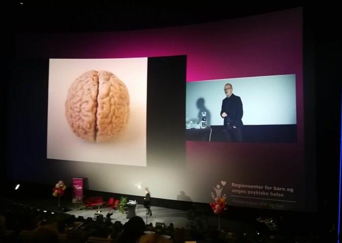 Are Brean forteller om hjernen og musikken. (Foto: Marianne Nordahl)