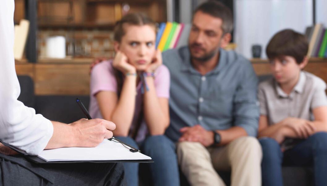 Målet med behandlingen i PMTO-metoden er at foreldre og barn gjenoppretter en positiv relasjon. (Illustrasjon: Colourbox)