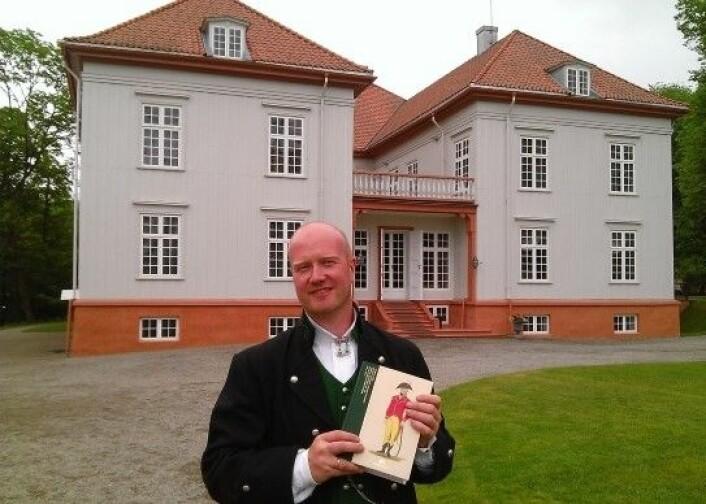 Historikeren Yngve Flo har tatt for seg fylkesmennenes historie fra 1814 og fram til i dag. Boka ble lansert da fylkesmennene møttes på Eidsvoll før sommeren. (Foto: Privat)