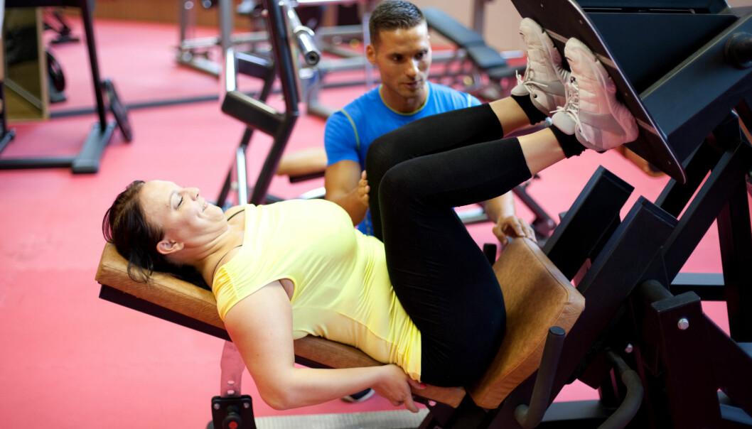 Kvinner trener litt oftere styrke enn menn, viser en undersøkelse fra SSB. (Illustrasjonsfoto: MinDof / Shutterstock / NTB scanpix)
