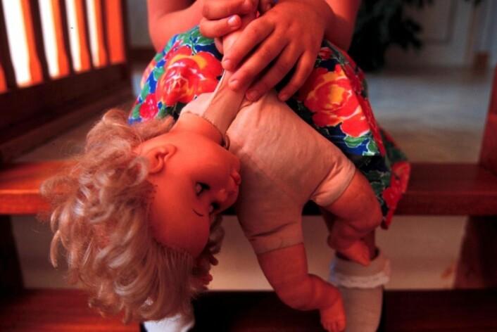 Hvis du har opplevd traumatiske belastninger tidlig i livet, mens hjernen fortsatt vokser, blir kroppens nervesystem påvirket. Det skjer en svekkelse av de strukturene i hjernen som skal regulere ned stressreaksjoner. (Foto: Colorbox)