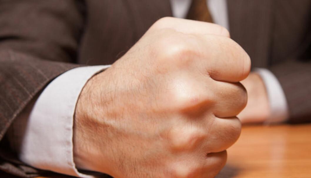 Halvparten av oss klarer ikke å bedømme om andre synes vi er for sjefete eller for veike. (Illustrasjonsfoto: Microstock)