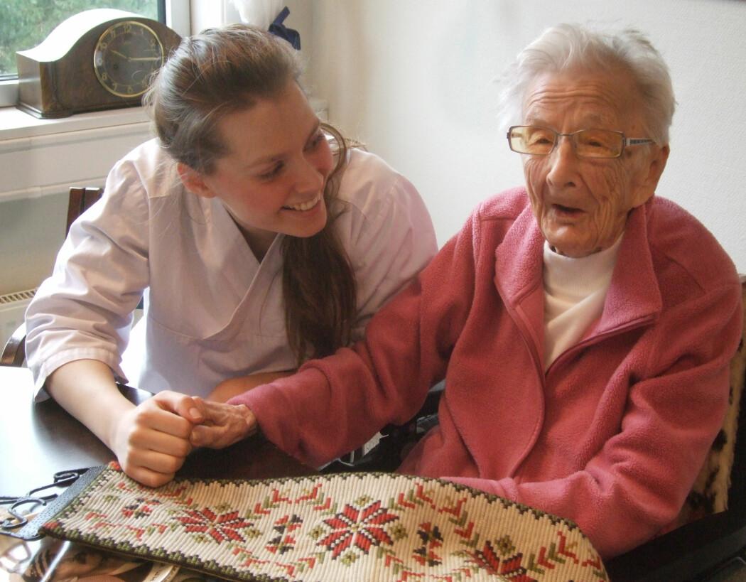 Sykehjemsbeboere som forskerne intervjuet var i en ny fase i livet. Nesten alle var fornøyde med denne tilværelsen. (Foto: Marit Rasmussen, NTB scanpix)