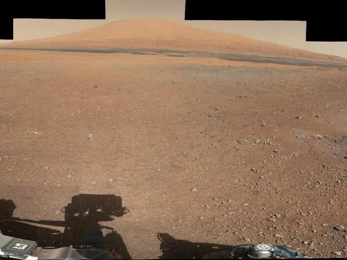 Bilde av Mount Sharp sett fra Curiosity. (Foto: JPL/NASA)