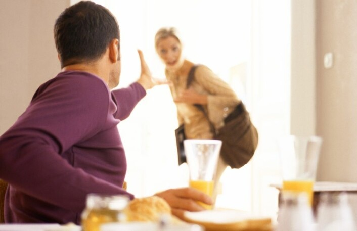 Norske par er mest uenige om husarbeid. Men også penger og jobb skaper gnisninger i mange parforhold. (Illustrasjonsfoto: Colourbox)