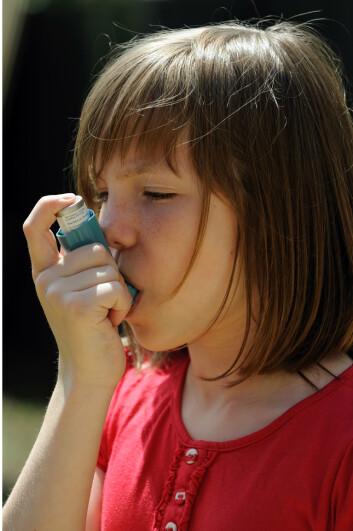 Antibiotika er ikke i seg selv årsaken til utvikling av astma hos barnet. Det er snarere årsaken til morens antibiotikainntak som ligger bak, viser ny forskning. (Foto: Microstock)