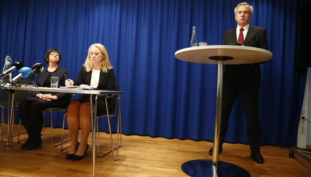 Arbeids- og sosialminister Anniken Hauglie (H), Nav-direktør Sigrun Vågeng og riksadvokat Tor-Aksel Busch holdt mandag pressekonferanse om at retten til å ta med seg trygd til andre EØS-land har vært praktisert feil. (Foto: Terje Pedersen, NTB scanpix)