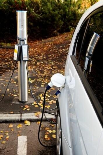 Ikke alle bilene kan lades samtidig, men systemet skal sørge for at bilene skal være fulladet når folk trenger dem. (Foto: NTB scanpix)