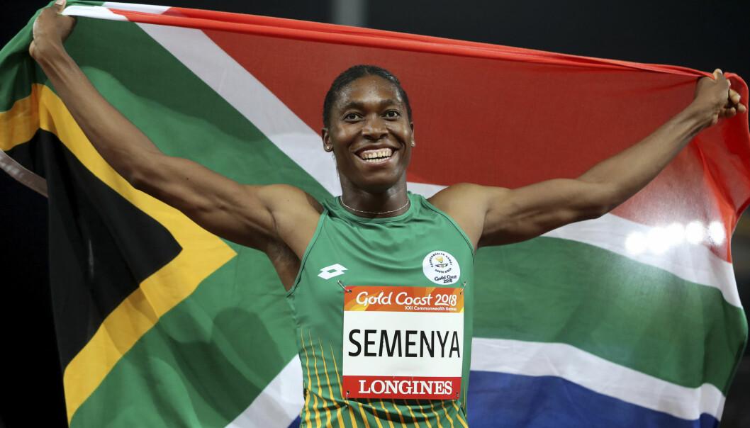 Den kvinnelige friidrettsutøveren Caster Semenya har et høyt testosteronnivå, og forskerne bak en ny studie mener det er utvilsomt at hun har en fordel i idretten. Den norske forskeren Erik Boye er uenig. (Foto: Mark Schiefelbein, AP/ NTB Scanpix.)