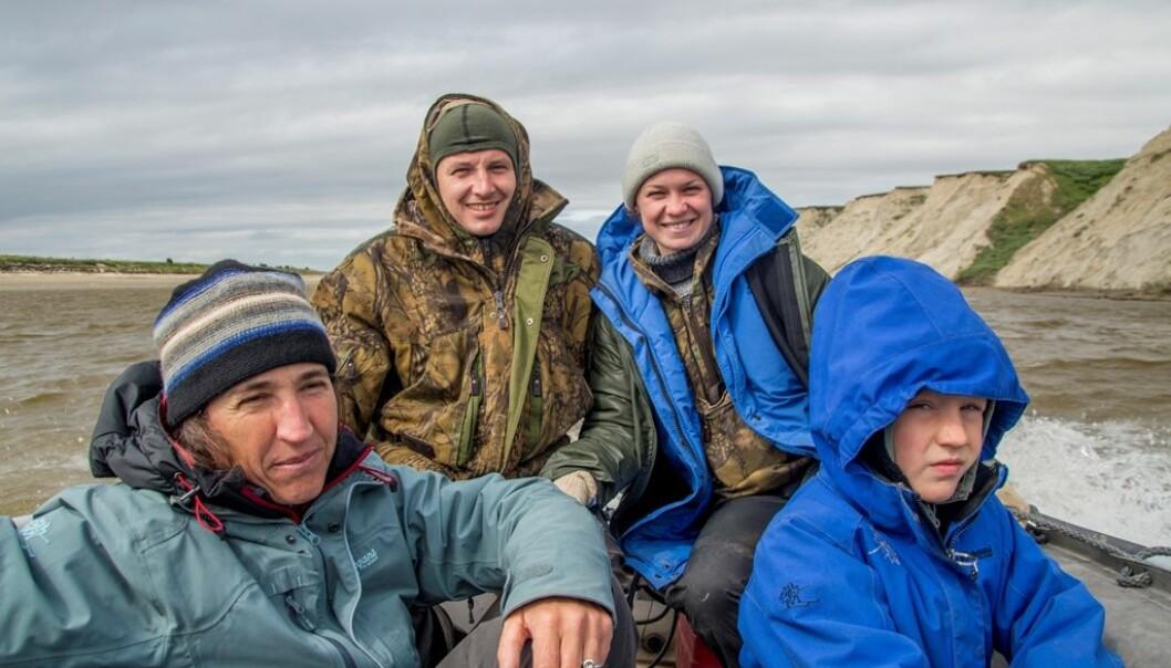 Forskergruppa på Jamalhalvøya: Dorothee Ehrich, Aleksandr Sokolov og Natalia Sokolova, som har ledet samarbeidet av økosystemovervåkninga siden 2007, og Timour Belov. (Foto: Ivan Fufachev).