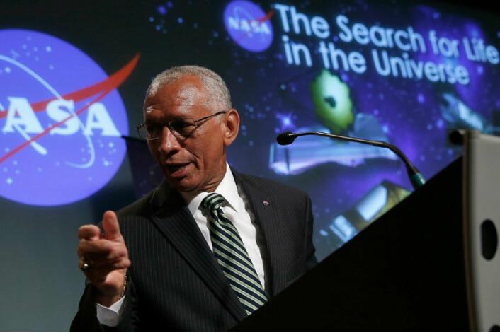 NASA-administrator Charles Bolden mener en oppdagelse av liv på andre planeter nærmer seg med stormskritt. (Foto: Win McNamee, AFP)