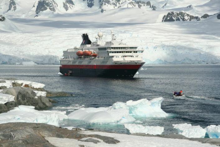 Disse skipene legger trolig igjen langt mer sot i polare områder enn vi tidligere har vært klar over. (Illustrasjonsfoto: Shutterstock)