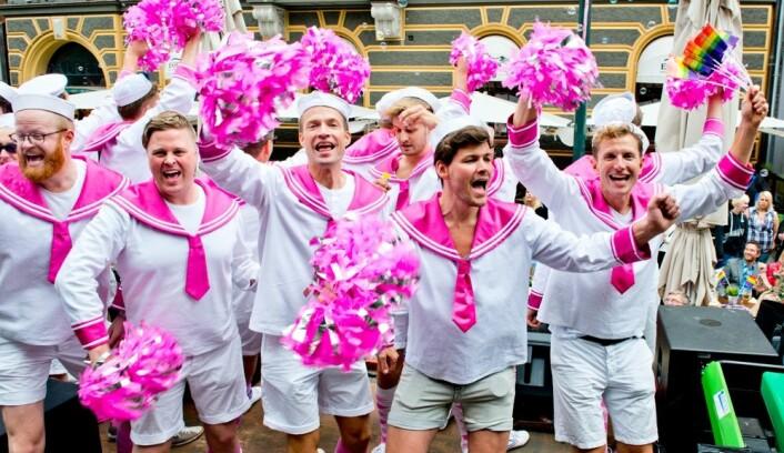 I dag er det ikke bare storbyene, men  flere småbyer som har Pride-parader og klubber for homofile og lesbiske i Sverige. Dette bildet av medlemmer av Oslo fagottkor er tatt under Europride i Oslo 2014. (Foto: Jens Sølvberg/Scanpix)