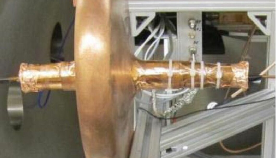 Dette er motoren NASA har testet, koblet til instrumentet som måler skyvekraft. Det er en mikrobølgemotor, som kalles en Cannea-drive. NASA