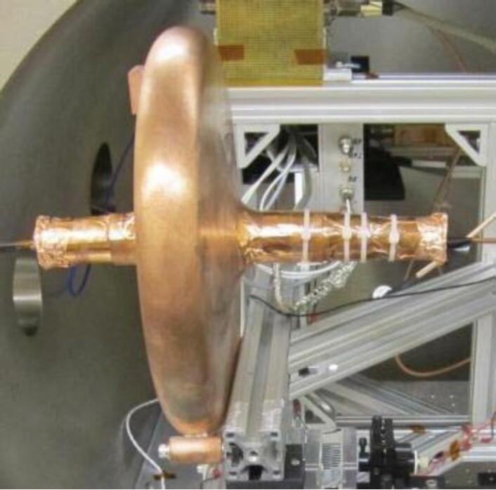 Dette er motoren NASA har testet, koblet til instrumentet som måler skyvekraft. Det er en mikrobølgemotor, som kalles en Cannea-drive. (Foto: NASA)