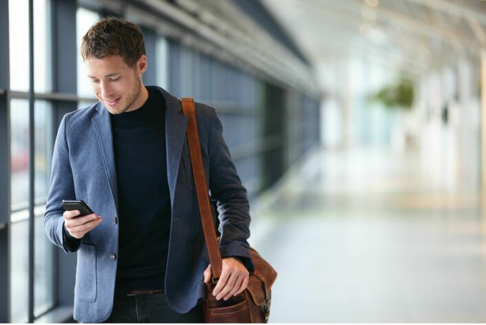 Når du bruker smarttelefonen din, så er den en del av bevisstheten din. Tankeprosessene dine er bare mulige fordi du kobler deg selv med telefonen. (Foto: Microstock)