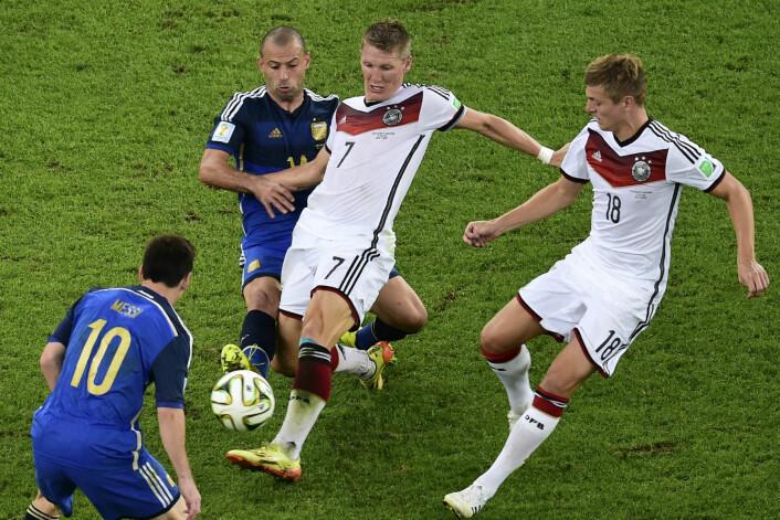 – Bare tenk på hvordan dyktige fotballspillere behandler ballen som om den var en forlengelse av dem selv, sier Jensen. (Foto: Francois Xavier Marit, Reuters)