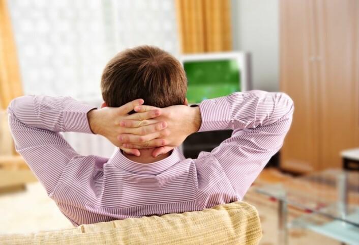 Å slappe av foran TVen kan ha god effekt mot stressende arbeidsdager. (Foto: (Illustrasjonsbilde: Colourbox))