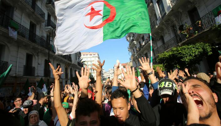 I Algeries hovedstad Alger var det 1. november demonstrasjoner mot landets regjerende elite av gamle menn, som har sittet med makten helt siden de selv for snart 70 år siden vant den revolusjonære kampen mot den franske kolonimakten. (Foto: Ramzi Boudina/Reuters/scanpix)