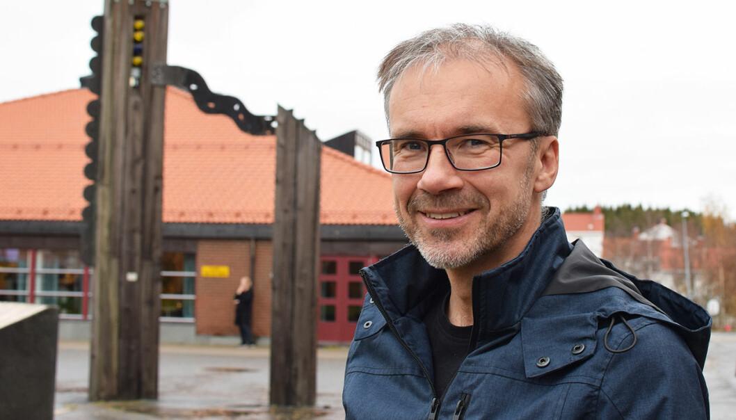 Svein Hammer skal forske på folks bevissthet omkring plast, og hvordan politikerne forholder seg til plast som et problem. (Foto: Jan Erik Andreassen)