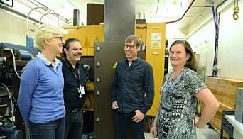 Nina Edin (t.v.), Theodossis Theodossiou, Eirik Malinen og Sunniva Siem på syklotronlaboratoriet. (Foto: Hilde Lynnebakken / UiO)