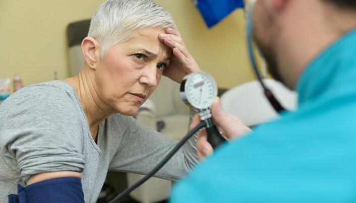 Risikoen for hjerteinfarkt og slag kan halveres om du tar blodtrykksmedisin om kvelden, ifølge ny studie