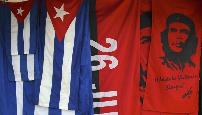 Avdøde Che Guevara er det nærmeste vi kommer en pinup boy for revolusjonære. Her på flagg du kan kjøpe på gata i Havana, Cuba. Både skjegget og klærne hans er blitt en del av ritualene til regimet på Cuba. Men enda viktigere for revolusjoner enn symboler, mener George Lawson, er musikk. Ingen revolusjoner er uten musikk. (Bilde: Amazon)