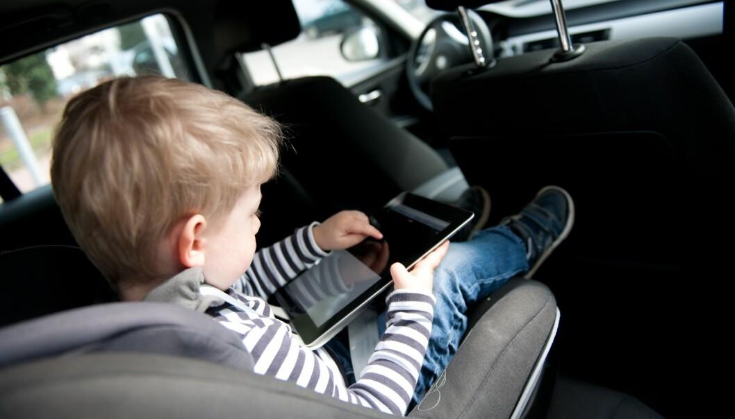 Mye tid med skjerm uten at en voksen er med, kobles til (Illustrasjonsbilde: Foto: Jan Haas / NTB scanpix)
