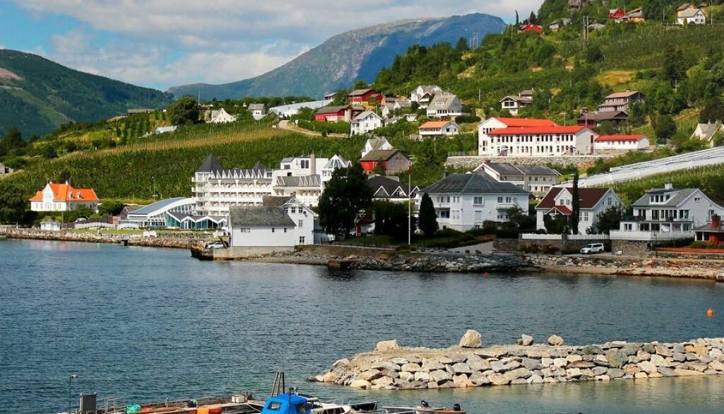 Familieeide hoteller i distriktene er eksempler på de som kommer dårlig ut når myndighetene beregner formueskatten. Her ærverdige Ullensvang hotell i Hardanger. (Foto: aquatarkus / Shutterstock / NTB scanpix).