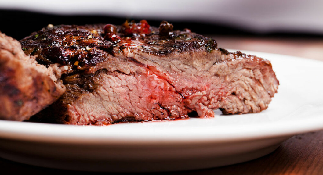 De siste årene har kjøttforbruket skutt i været. Tall fra Helsedirektoratet viser at nordmenn i 2012 spiste 75 kilo per innbygger, og det meste av det rødt kjøtt. (Foto: Microstock)