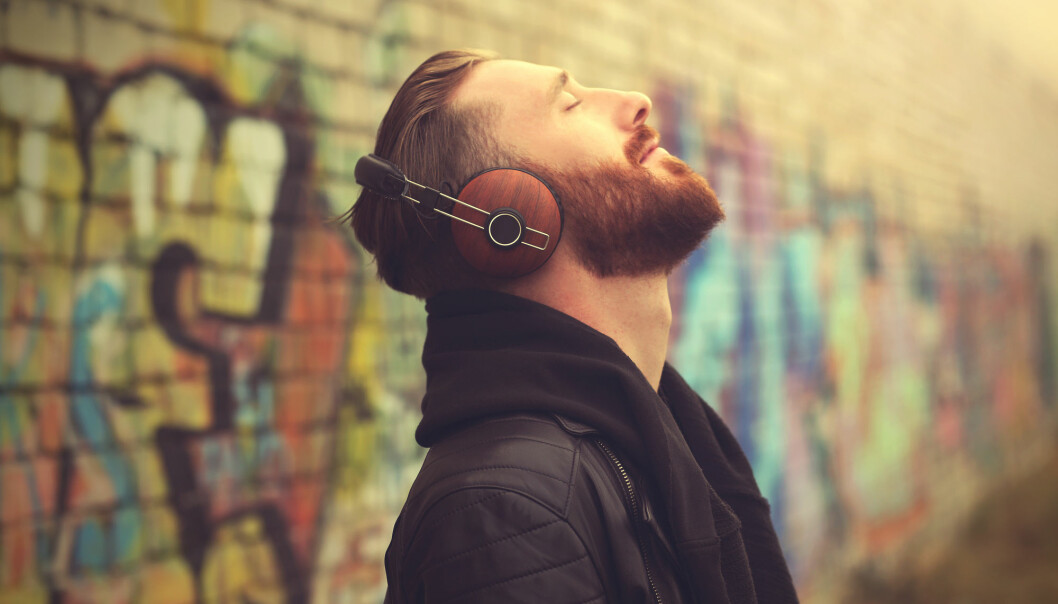 Musikk bidrar til å frigjøre dopamin og endorfin, såkalte lykkehormoner, i hjernen. (Illustrasjon: Africa Studio / Shutterstock / NTB scanpix)