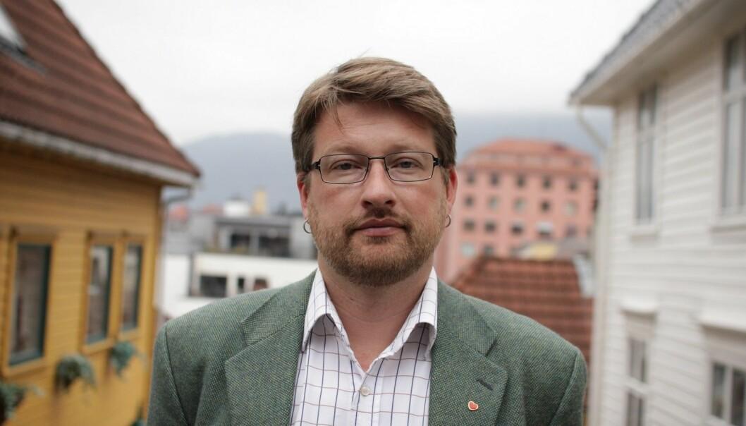 Jørn Øyrehagen Sunde skal holde Aarebrotforelesningen i Universitetsaulaen 19. januar. (Foto: Kim E. Andreassen / UiB)