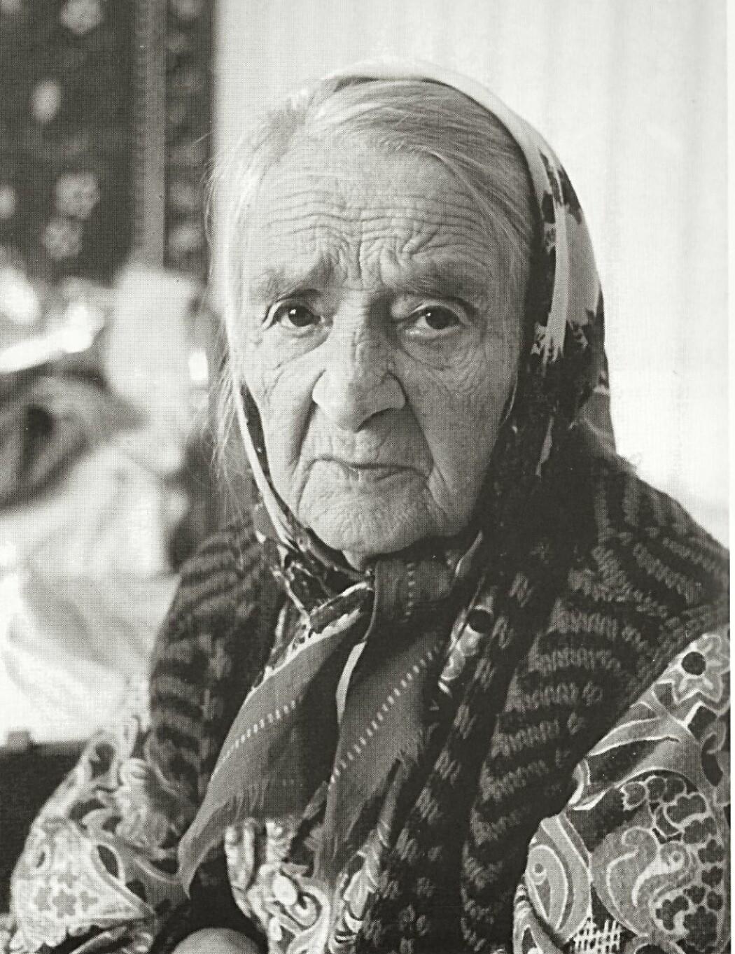 Nelly Berger mistet en liten gutt i Tarza, men klarte å berge livet til de tre andre barna sine. I tillegg tok hun seg av et fosterbarn. Da Morten Jentoft møtte henne i Karelen hadde hun nesten ikke snakket norsk med noen på 50 år. Likevel husket hun språket godt: <i>«Æ snakke med mæ sjølv og så har æ en gammel salmebok etter min mor»</i>, fortalte hun bare noen uker før sin død i 1993.
