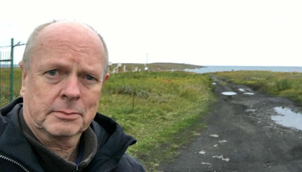 Morten Jentoft har skrevet bok om Kola-nordmennene. Her et bilde av ham tatt i Tsypnavolok på Fiskerhalvøya i 2017. I denne bygda bodde om lag halvparten av nordmennene.
