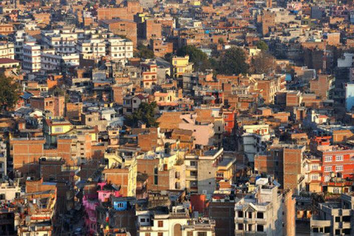 Kronikkforfatterne etterlyser mer kunnskap om ulovlige pengestrømmer fra fattige land. Bildet viser Kathmandu City i Nepal. (Foto: Colourbox)