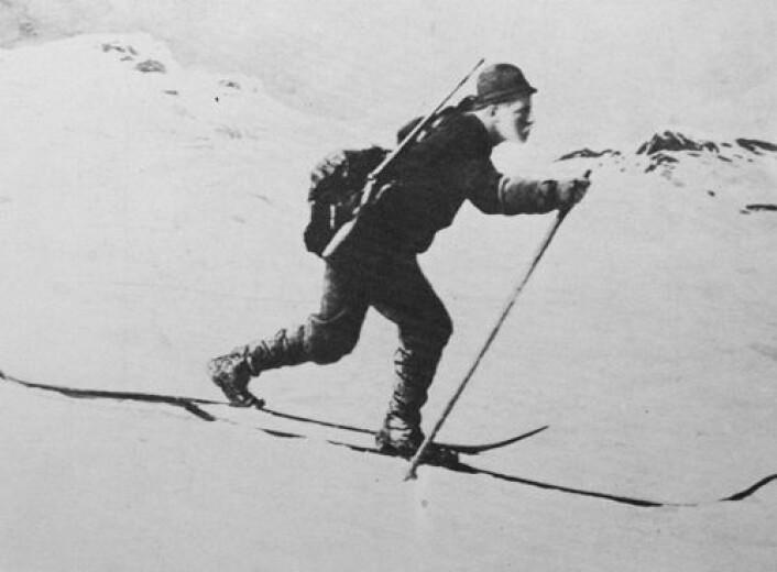 I år er det 150 år sidan Fridtjof Nansen blei født. Då polfareren gjekk på ski, snakka han om skiløbning. (Foto: Skimuseet)