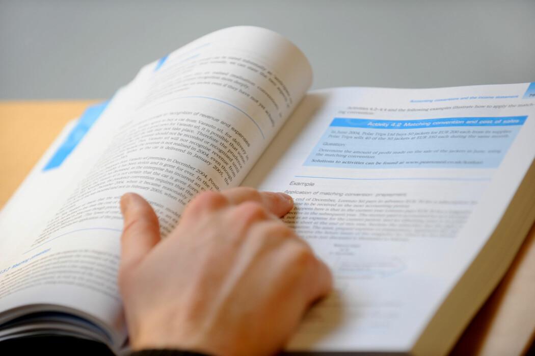 Professor Kai A. Olsen mener for få studenter stryker på eksamen. (Foto: Frank May / NTB scanpix)