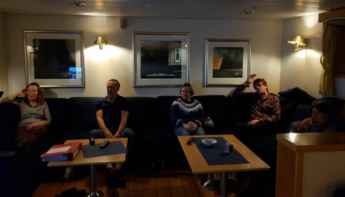 Anne, Henning, Guri og Pål slapper av og ser på en film på frivakta. Bilder: Lilja R. Bjarnadóttir