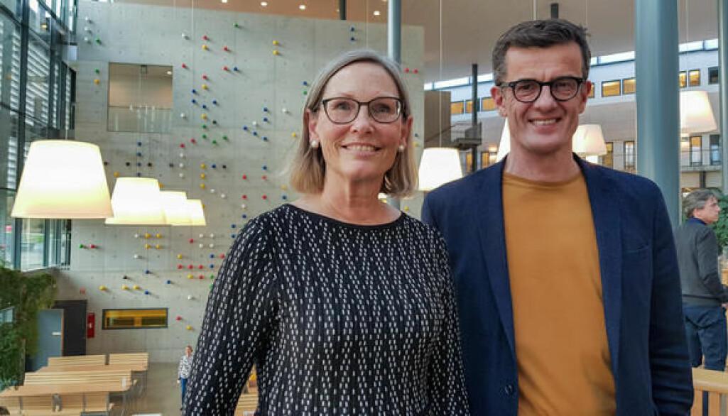 Senterleder Elaine Munthe og rektor Klaus Mohn på åpningen av Kunnskapssenter for utdanning ved UiS.