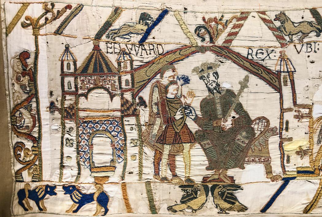 Det første bildet på Bayeux-teppet: Edvard Bekjenneren på tronen i Westminster, med etterfølgeren Harold Godwinson foran.