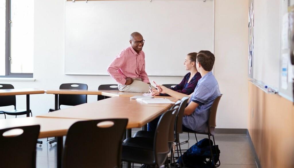 Gjennom samtaler og veiledning med elevene klarer lærerne å stimulere elevenes orden og atferd på en positiv måte.