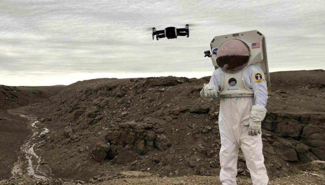 Hansken gjør styring av droner mer fleksibel og presis. Her testes den på Devon Island.