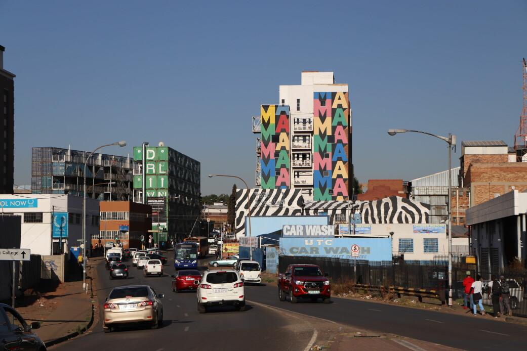 Maboneng-distriktet med sitt ikoniske MaMa-veggmaleri laget av ESPO i 2012